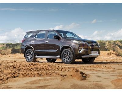 Защита штатных порогов 42 мм Rival для Toyota Fortuner 2017-2019